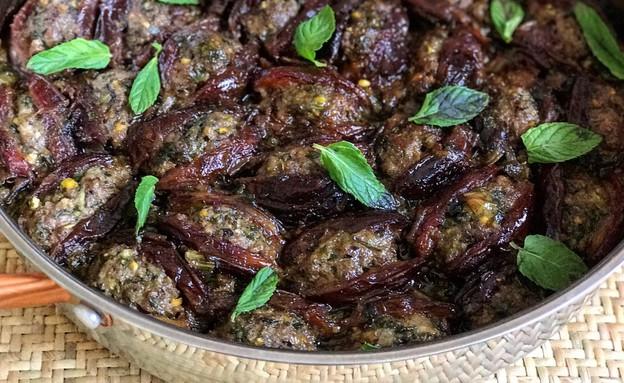 תמרים ממולאים בבשר נענע ופיסטוקים (צילום: רעות עזר, אוכל טוב)