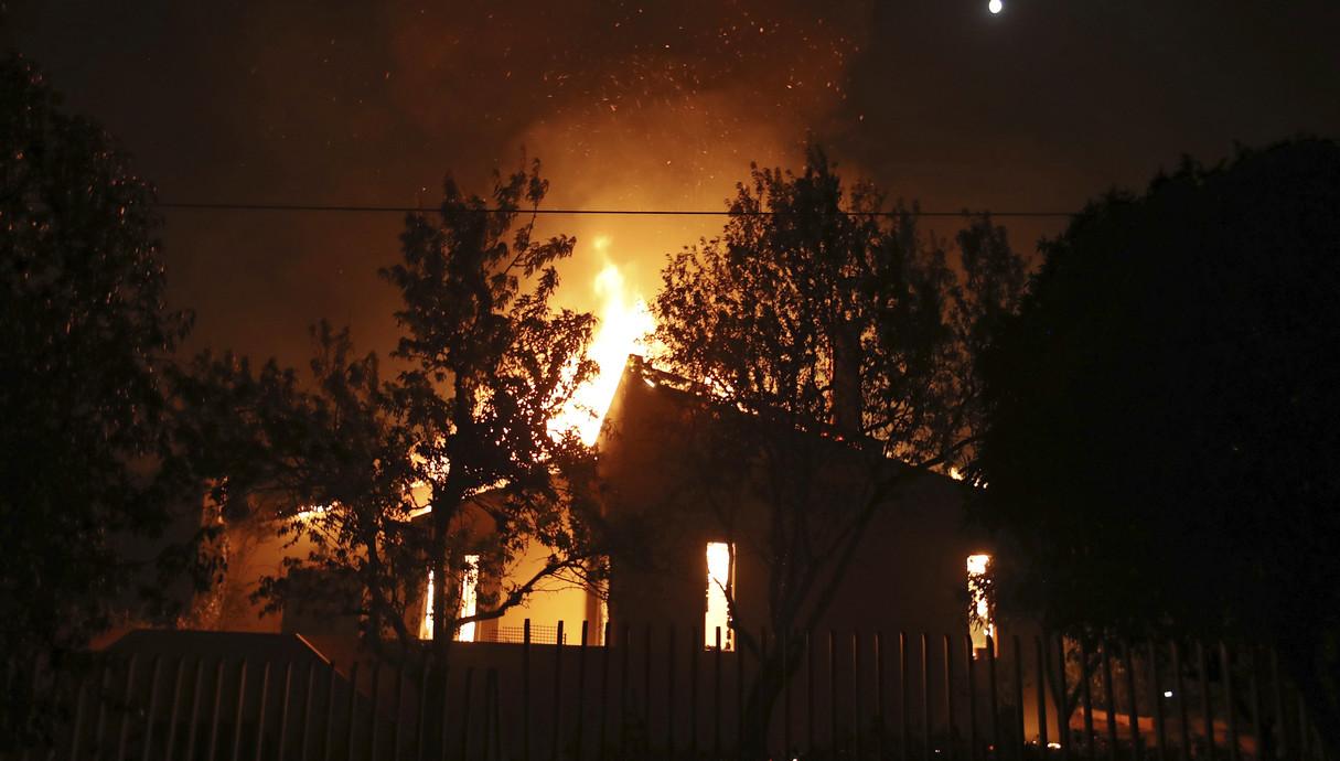 שרפות ענק ביוון