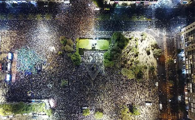 המחאה בתל אביב (צילום: עומר בן שטרית, חדשות)