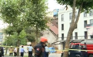 תיעוד: מפולת בוץ גרמה לקריסת בית (צילום: רויטרס, חדשות)