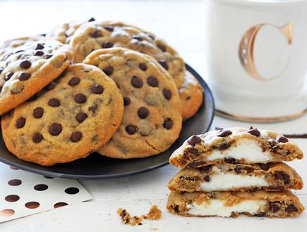 עוגיות שוקולד צ'יפס במילוי עוגת גבינה