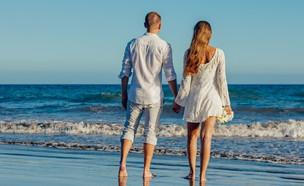 זוג בחופשה (צילום: Adam Kontor, pexels)