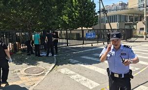 כוחות הביטחון ליד השגרירות (צילום: רויטרס, חדשות)