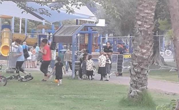 ילדות חרדיות בגינה בגבעת שמואל (צילום: שרון קרואני)