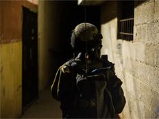 """חשד: האזין לקשר הצה""""לי, הפיץ מידע וסיכן חיילים"""