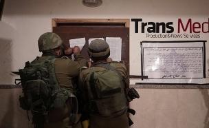 """ארכיון; פשיטה על כלי תקשורת פלסטיני (צילום: דובר צה""""ל, חדשות)"""