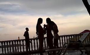 """בלעדי: צוות """"חי בלילה"""" בקאסות בקולומביה (צילום: מתוך """"חי בלילה"""", שידורי קשת)"""