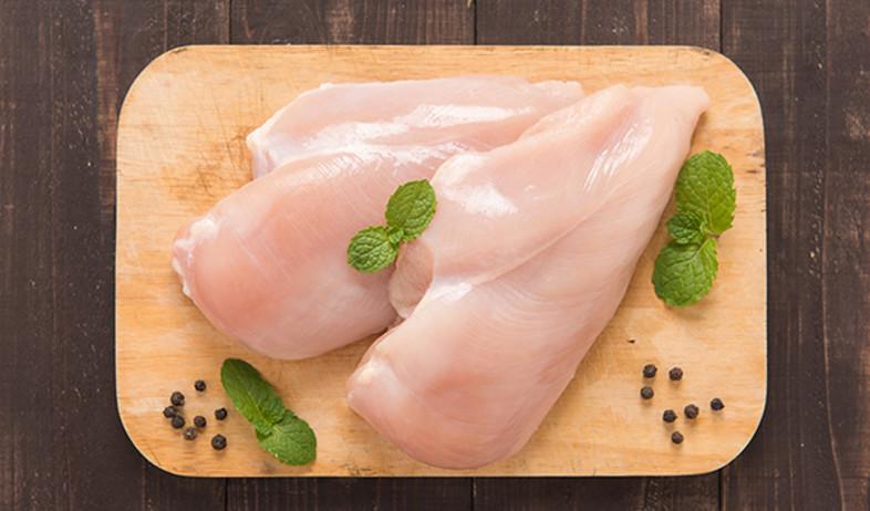 עוף ללא אנטיביוטיקה (צילום: Shutterstock)