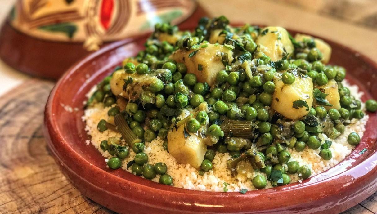קוסקוס עם תבשיל אפונה וארטישוק ירושלמי