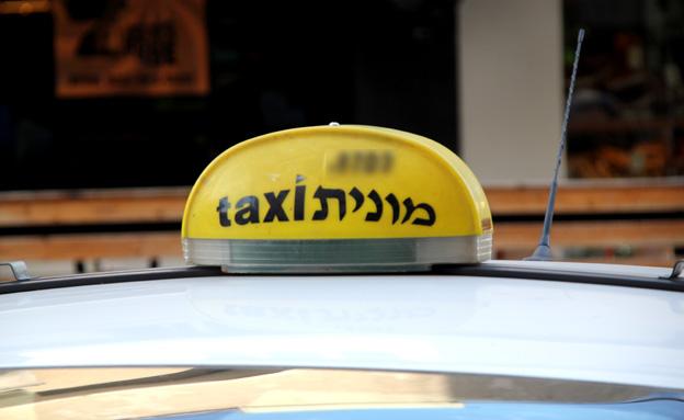 נהג המונית הטריד - ונתפס על חם (צילום: חדשות 2)