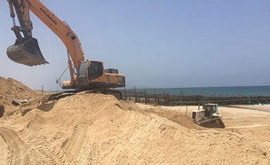 החלה בניית המכשול בחופי עזה (צילום: דוברות משרד הביטחון, חדשות)
