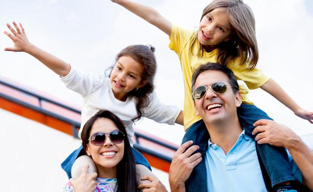 משפחה שמחה (צילום: shutterstock By ESB Professional)