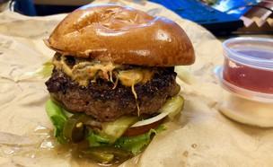 המבורגר עיר המכולות (צילום: ריטה גולדשטיין, אוכל טוב)