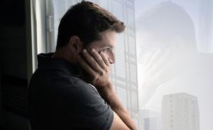גבר עצוב (צילום: Marcos Mesa Sam Wordley, Shutterstock)