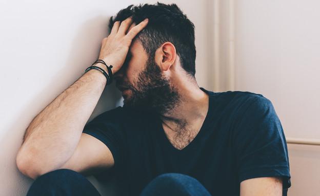 גבר בוכה (צילום: Marjan Apostolovic, Shutterstock)