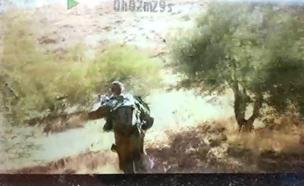 הלוחם שתועד מכה פעיל שמאל (צילום: בצלם, חדשות)