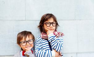 ילדים עם משקפיים (צילום: shutterstock By valbar)