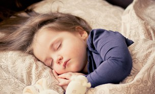 ילדה ישנה (אילוסטרציה: dagon_, pixabay)