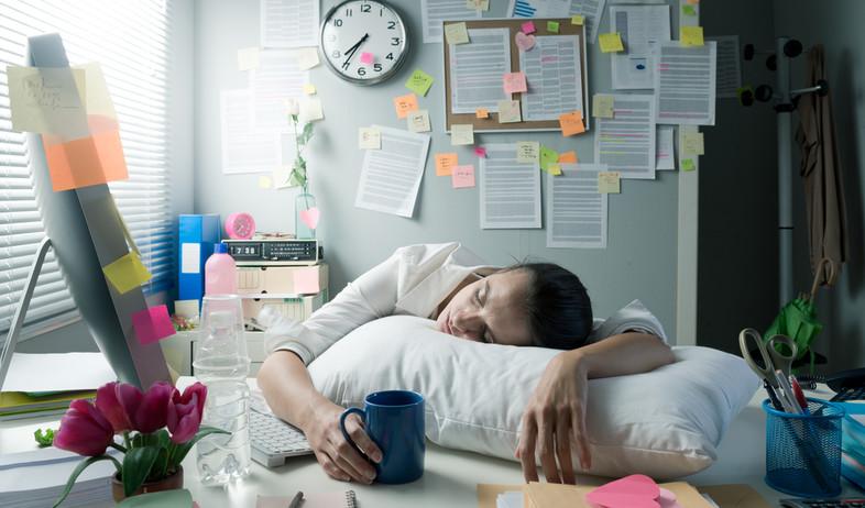אישה עייפה מאוד  (צילום: By Dafna A.meron, shutterstock)