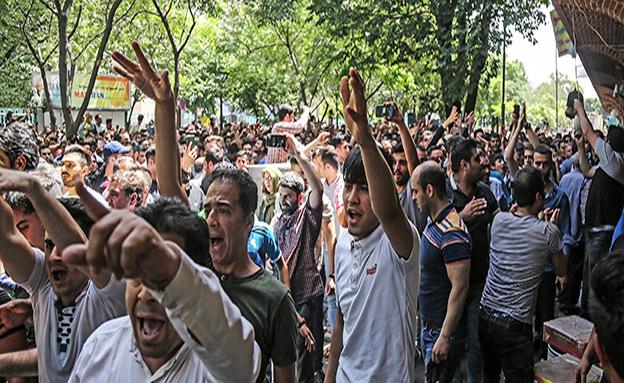 מחאה באירן (צילום: AP, חדשות)