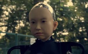 """הפרופסור שיצר לעצמו משפחה רובוטית (צילום: מתוך """"נקסט"""", קשת 12)"""