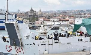 ספינת המהגרים לחופי סיצליה (צילום: AP, חדשות)