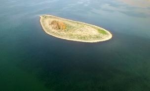 """""""האי בכינרת"""" בדרך להתחבר ליבשה (צילום: קורנוס צילומי אוויר, חדשות)"""
