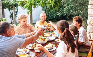 ארוחת חג ללא גלוטן (צילום: shutterstock By Soloviova Liudmyla)