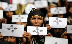 בת רוהינגה מציינת שנה במחנה בבנגלדש (צילום: רויטרס, חדשות)