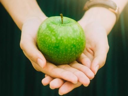 תפוח ירוק (צילום: jony-ariadi-on-unsplash)