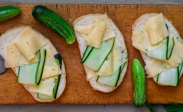 כריך גבינה צהובה (צילום:  Alesia Berlezova, Shutterstock)