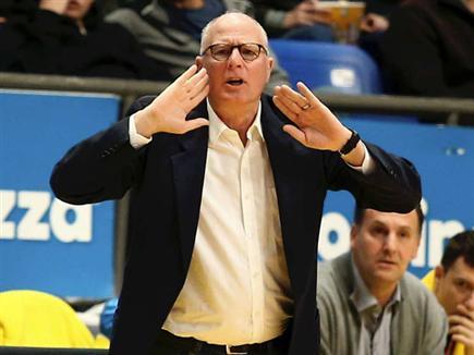 הסגל הושלם. גרינברג (אלן שיבר) (צילום: ספורט 5)