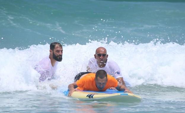 אליפות ישראל הראשונה בגלישת גלים לאנשים עם מוגבלוי (צילום: TOTO FOTO)