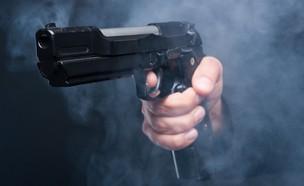 אקדח יורה (צילום: NY Post, twitter)