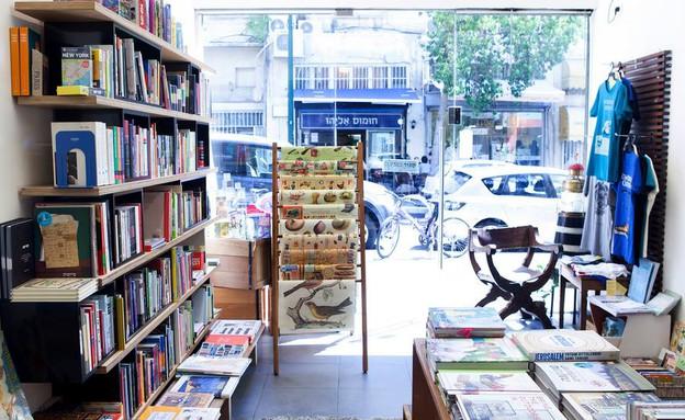 מגדלור חנות ספרים (צילום: דניאל שכטר)