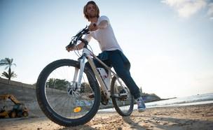 אופניים חשמליים - מגנום (צילום: אלון שפרנסקי)