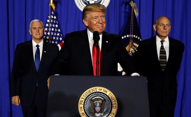 טראמפ, פנס וקלי (צילום: רויטרס, חדשות)