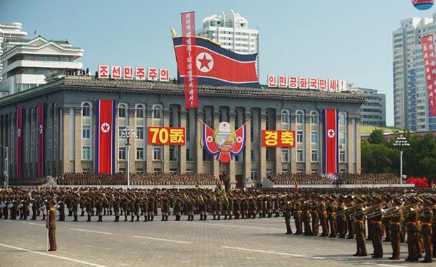 צפו במצעד הצבאי בצפון קוריאה (צילום: CNN, חדשות)