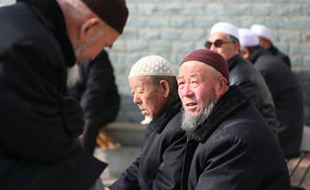 N12 סין עוצרת ומענה מוסלמים בשטחה באופן שיטתי שלא נראה