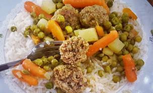 אפונה וקציצות על אורז (צילום: יונית סולטן צוקרמן, אוכל טוב)