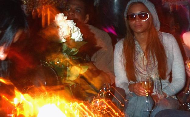 ביונסה וג'יי זי שותים יין במסיבה 2008 (צילום: GettyImages - Alexander Hassenstein)