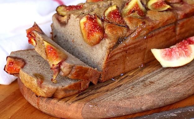 """עוגת כוסמת תאנים ודבש (צילום: אריאל ברי בן חמו, הבלוג """"בריאלי - אופים בריא יותר"""")"""