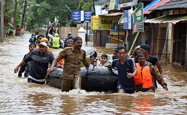 שיטפונות קטלניים בהודו (צילום: SKY NEWS, חדשות)