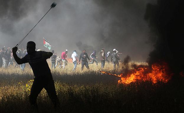 הפגנה בגדר המערכת (צילום: רויטרס)