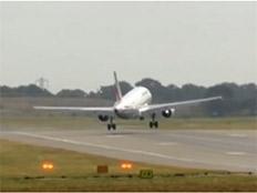 צפו: הרוחות ביטלו את הנחיתה (צילום: CNN, חדשות)