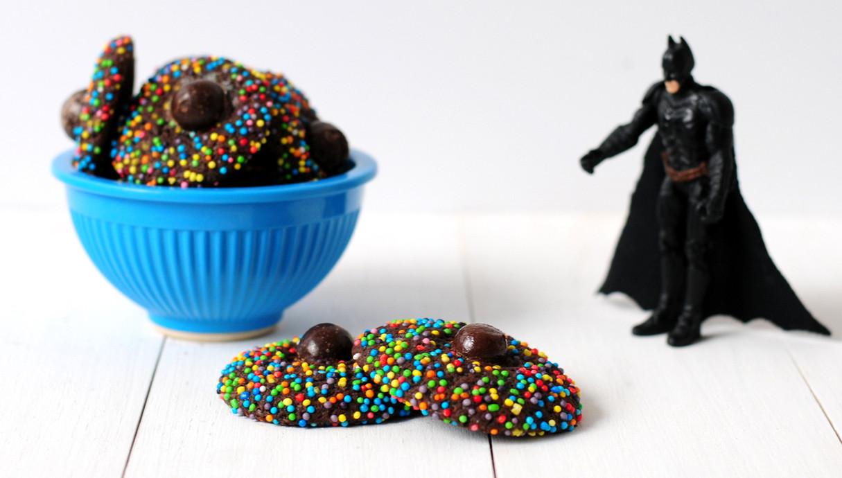 עוגיות שוקולד עם סוכריות צבעוניות