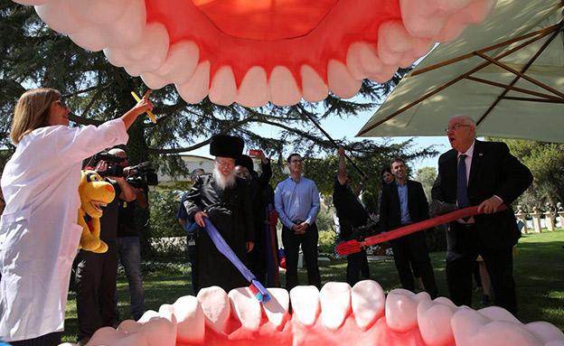כשריבלין וליצמן צחצחו יחד שיניים (צילום: משרד הבריאות, חדשות)
