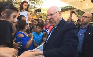 הנשיא מארח בסוכתו בירושלים (צילום: החדשות)