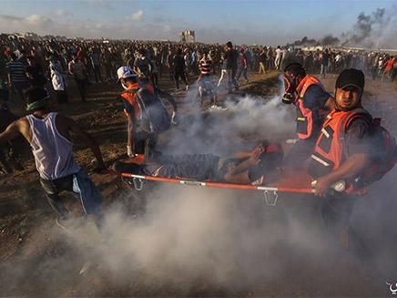 הפלסטינים: 6 נהרגו, עשרות נפצעו
