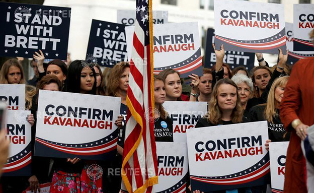 מפגינות בעד השופט קוואנו (צילום: רויטרס, חדשות)